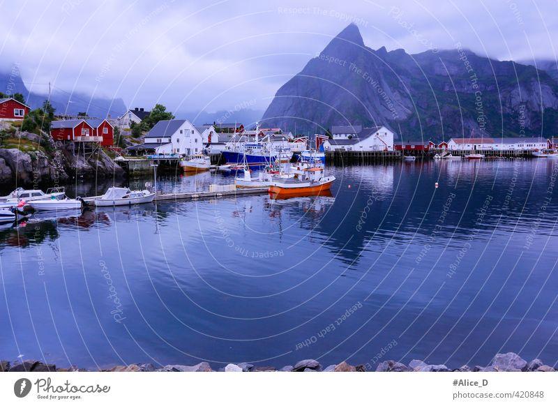Lofoten Landschaft Natur Wasser schlechtes Wetter Nebel Berge u. Gebirge Fjord Norwegen Fischerdorf Hafen Sehenswürdigkeit Ferien & Urlaub & Reisen