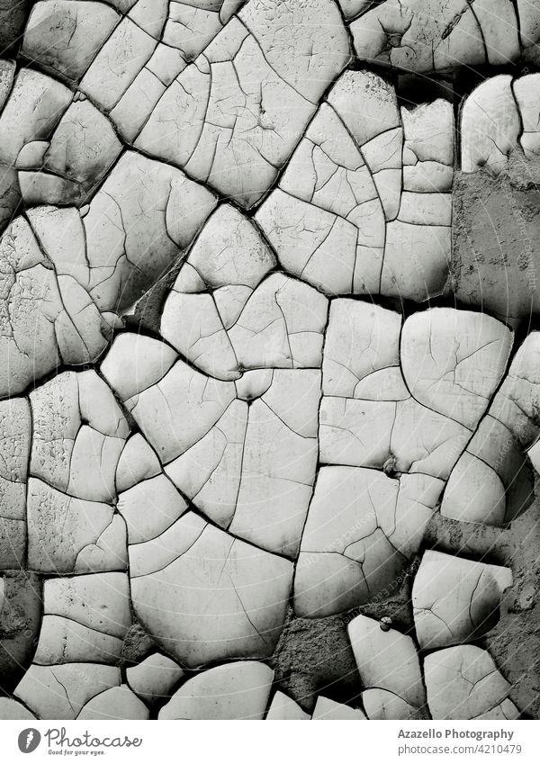 Schwarz-Weiß-Bild einer alten beschädigten Wand mit Rissen in der Farbe Minimalismus sehr wenige abstrakt dunkel schwarz weiß übergangslos Muster Design