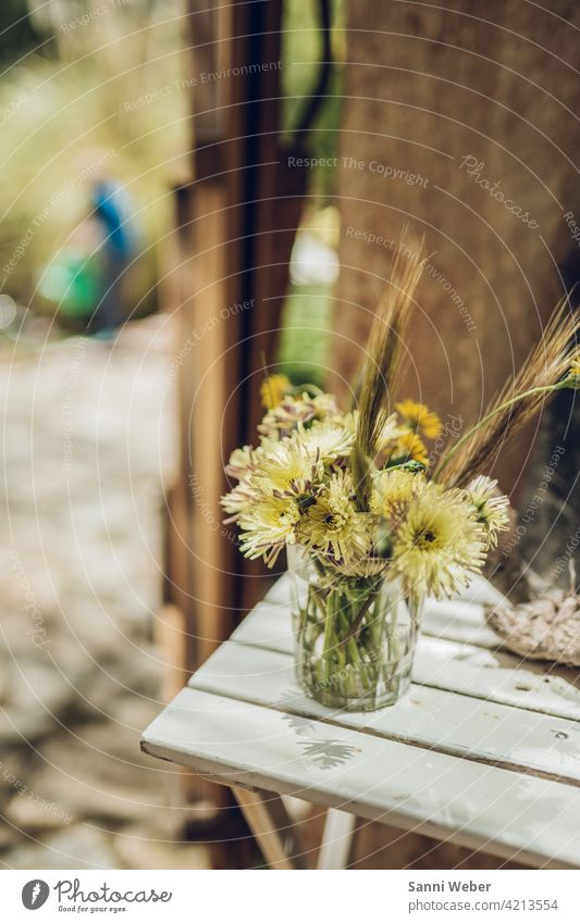 Blumenstrauss in Vase Blumenstrauß Blüte Pflanze Natur grün Blühend Farbfoto Menschenleer Blatt Tag