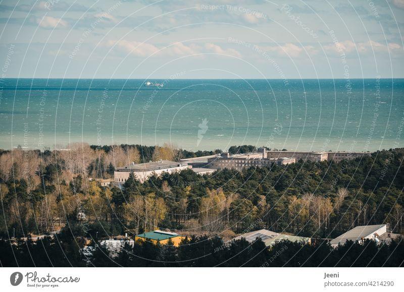 Ostsee, Himmel und Vergangenheit Wasser Meer ostseeküste Ostseestrand blau Wolken Wellen Ruine alt Gebäude Gebäudekomplex vergangen vergangene zeiten