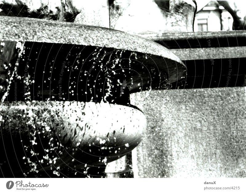 Tropfenspiel Brunnen fließen Fototechnik Wassertropfen Zürich Stein