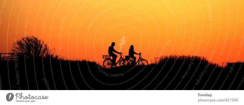 biking on the dike Mensch Frau Kind Mann Jugendliche Ferien & Urlaub & Reisen Freude Junge Frau Erwachsene Junger Mann 18-30 Jahre Liebe Leben Sport feminin Freiheit