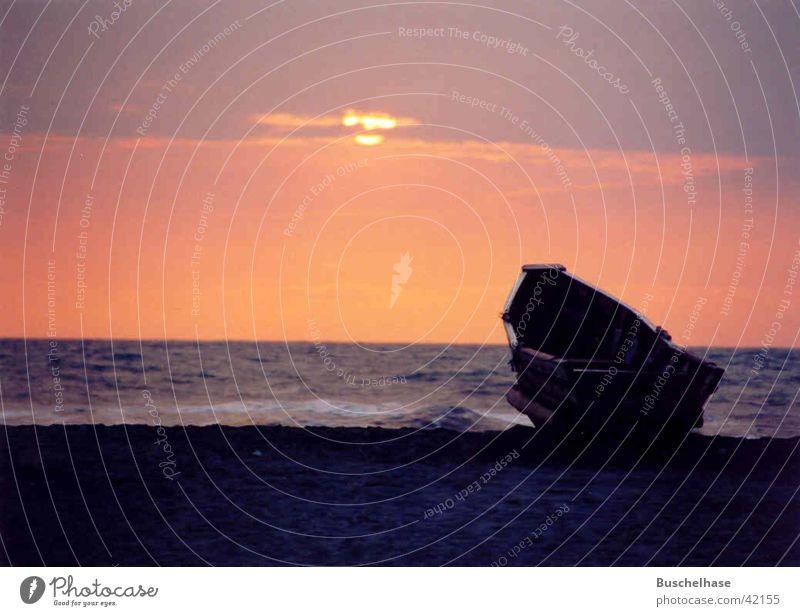 Boot ;Sonnenuntergang Wasserfahrzeug Ecuador Küste Strand Meer Pazifischer Ocean Sand