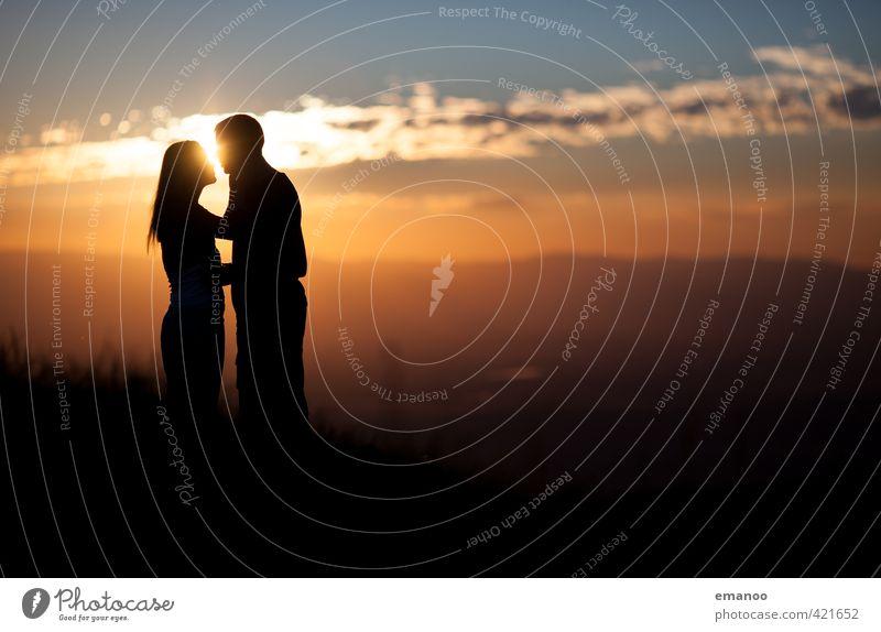 sunset kiss Mensch Frau Natur Mann Ferien & Urlaub & Reisen Sommer Sonne Landschaft Freude Ferne Erwachsene Berge u. Gebirge Liebe Gefühle Freiheit Paar