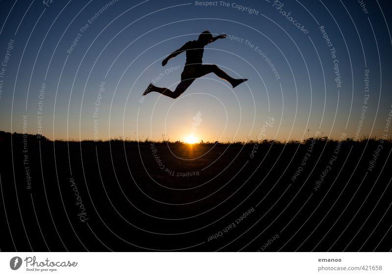flip flop jumper Mensch Himmel Jugendliche Mann Ferien & Urlaub & Reisen blau Sommer Freude schwarz Erwachsene Berge u. Gebirge Leben Sport Gras Freiheit Stil