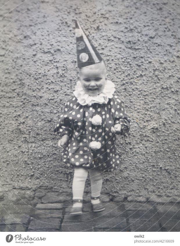 1968, wilde Zeit kleiner Junge Clown Kostüm Fasching Verkleidung lustig Feste & Feiern Fröhlichkeit Freude Kindheit Blick in die Kamera Vorfreude Kindergarten