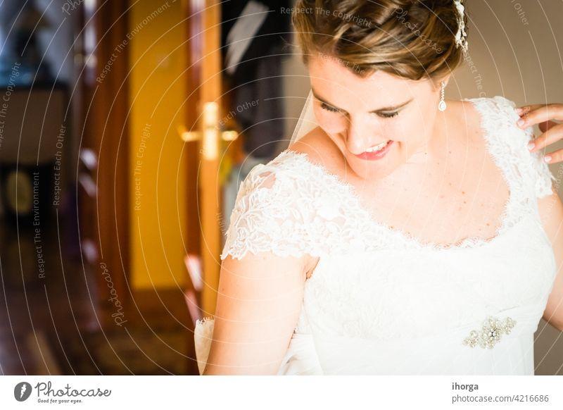 Die Braut macht sich an ihrem Hochzeitstag bereit Erwachsener Jahrestag Hintergrund schön Schönheit hochzeitlich Kaukasier Feier Festakt Nahaufnahme farbenfroh