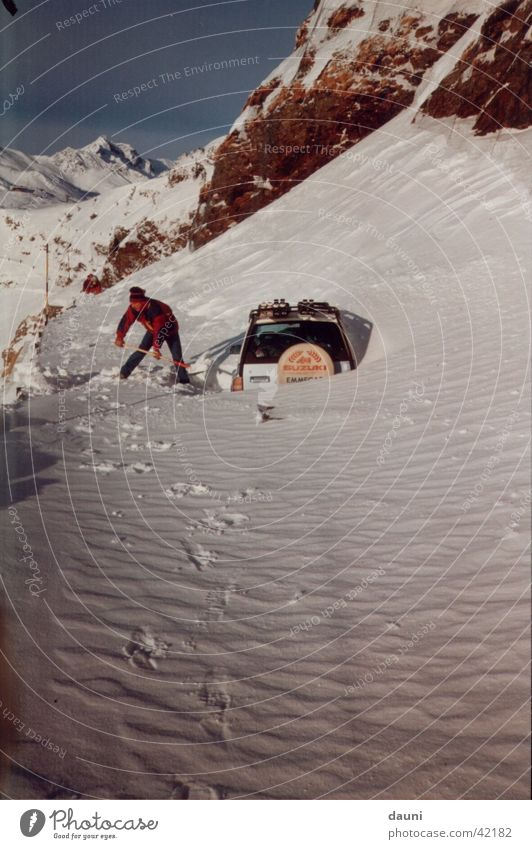 Dumm gelaufen Mensch Winter Schnee Berge u. Gebirge