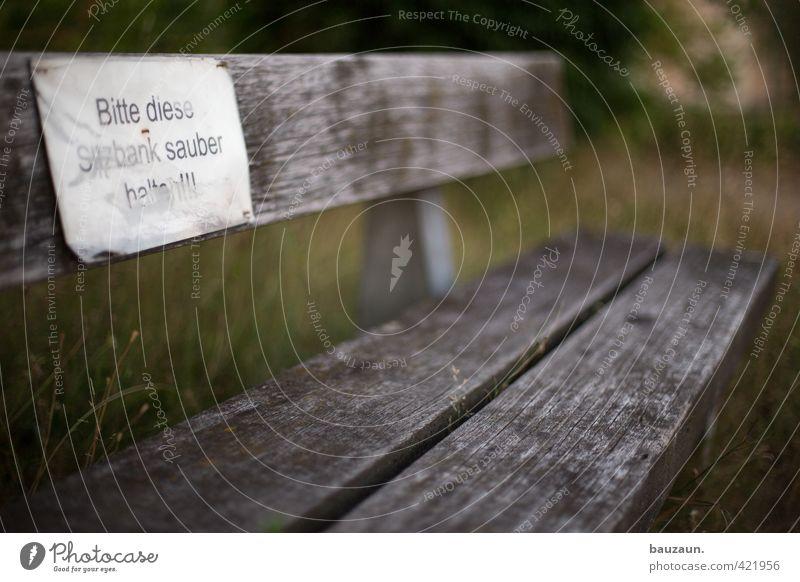 bitte. weiß Erholung Wiese Gras Wege & Pfade Holz Garten braun Park dreckig sitzen Schilder & Markierungen Platz Schriftzeichen Ausflug Hinweisschild