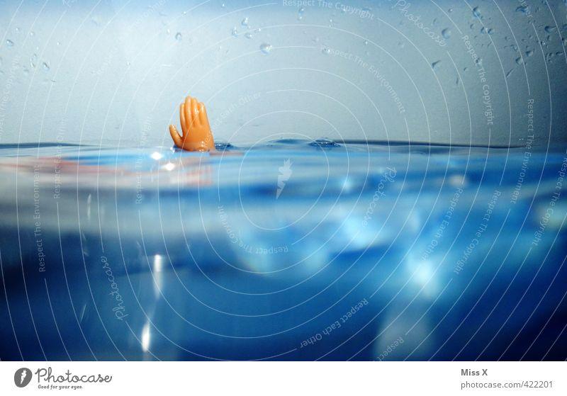 Hilfe Mensch Wasser Hand Meer Tod Schwimmen & Baden See Angst Wellen gefährlich bedrohlich Todesangst tauchen Sommerurlaub Hilferuf Puppe