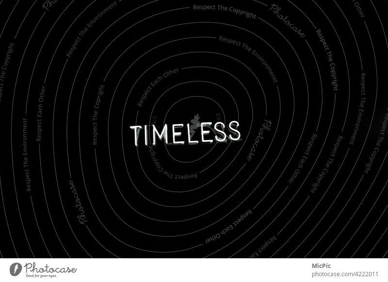 Timeless - Buchstaben auf schwarzem Hintergrund Zeitlos buchstaben leuchtschrift weiss Postkarte minimalistisch leere zeitloses design Design abstrakt