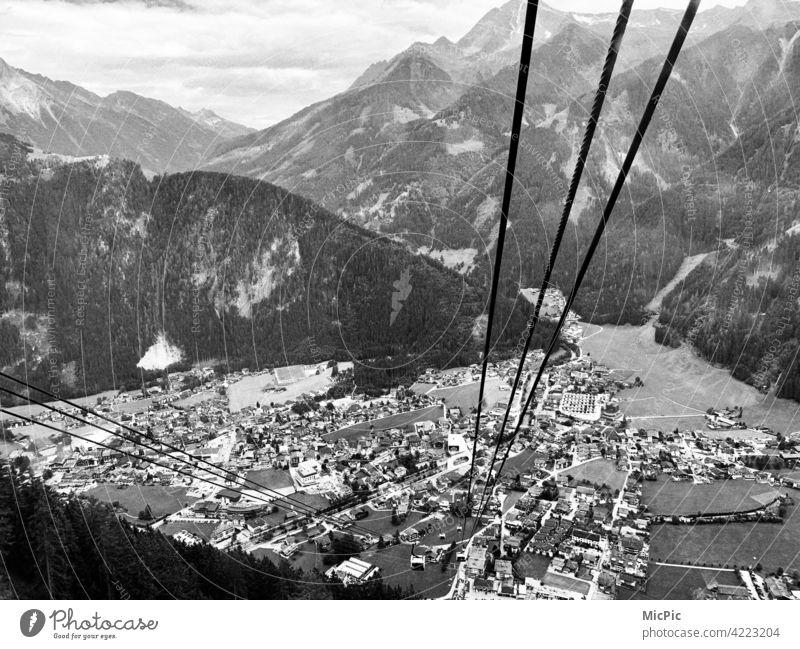 Hoch hinaus Seilbahn aussicht Blick ins Tal Tiefe Höhenangst Stahl ausblick Berge u. Gebirge Natur Drahtseil Panorama (Aussicht) Mayrhofen von oben nach unten
