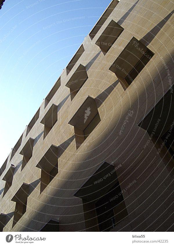 Fassade No.1 Schatten beobachten Fenster Raster Architektur häuserwand Wetterschutz modern