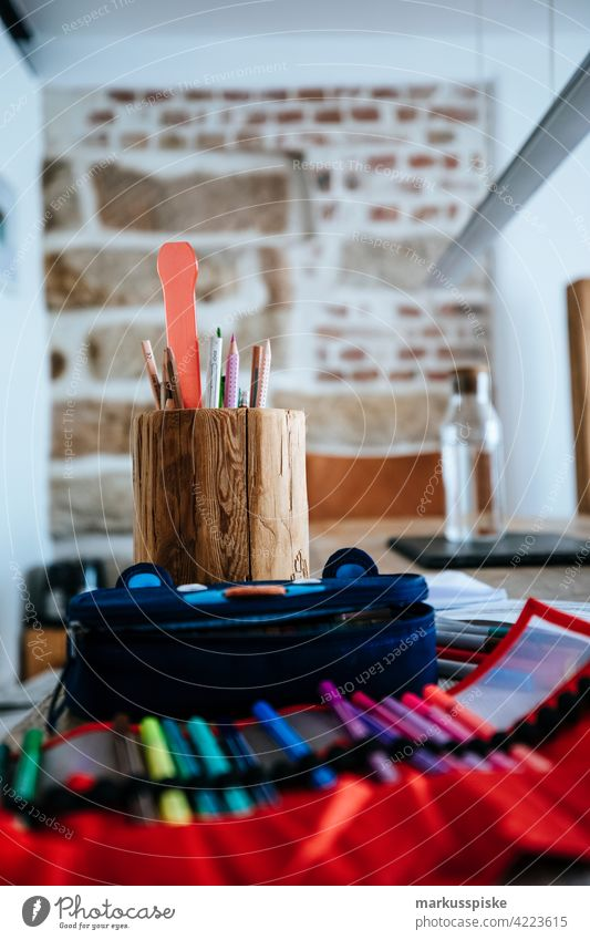 Kreativ Schreibtisch Stifte Kreativität kreativ zeichnen Zeichner stiftebox modern Interieur Büro Agentur