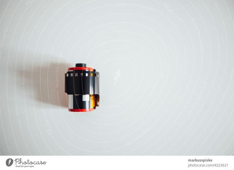 35mm analog Filmrolle Filmphotographie Entwicklung Durchmesser E6 abgelaufen abgelaufener Film Filmmaterial Linse negativ fotografie Foto: Fotografie positiv