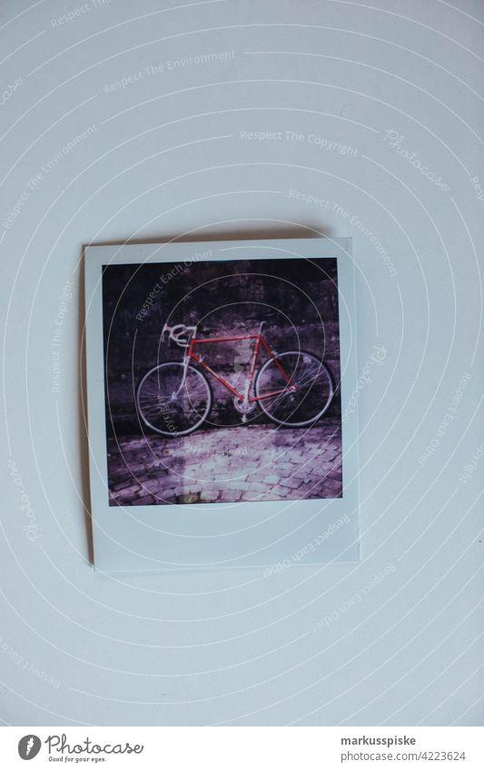 Sofortige analoge Filmphotographie Polaroid 35mm Entwicklung Durchmesser E6 abgelaufen abgelaufener Film Filmmaterial Linse negativ fotografie Foto: Fotografie
