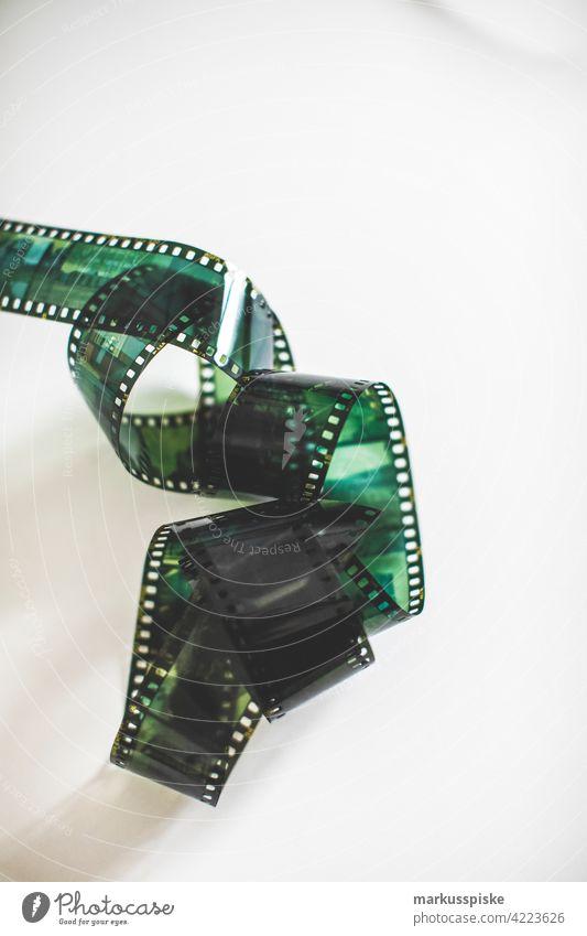 35mm analog Filmstreifen Filmphotographie Entwicklung Durchmesser E6 abgelaufen abgelaufener Film Filmmaterial Linse negativ fotografie Foto: Fotografie positiv