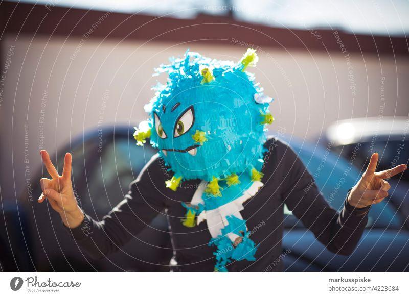 Kindergeburtstag Corona Maske verkleiden Verkleidung verkleidet Party Partystimmung Partygast maskiert Maskierung Corona-Virus Corona-Pandemie coronavirus