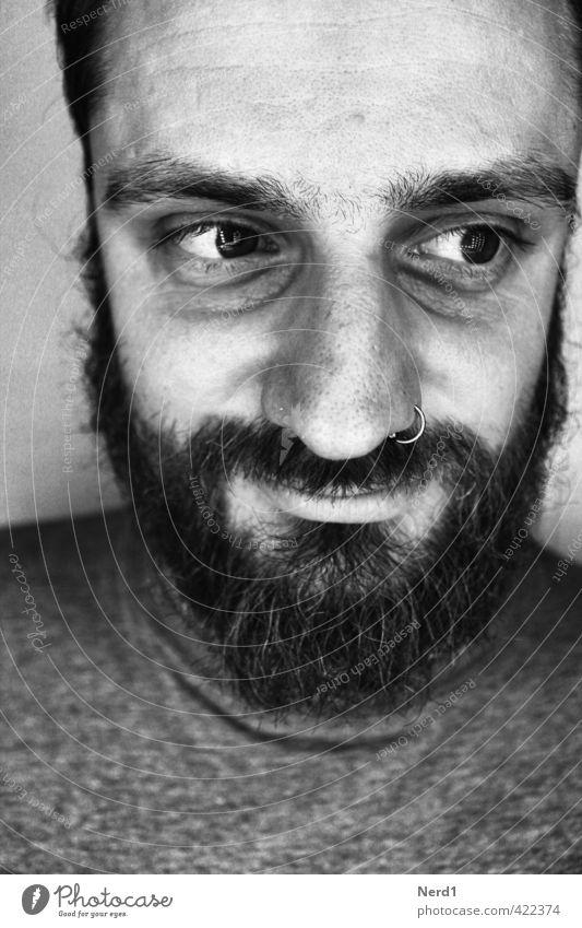 Happy/Sad Mann Erwachsene schwarzhaarig Bart Endzeitstimmung Enttäuschung Erfahrung Erwartung Traurigkeit Schwarzweißfoto Studioaufnahme Hintergrund neutral