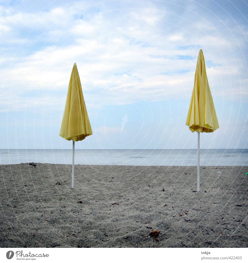 Saisonende Himmel Ferien & Urlaub & Reisen Sommer Meer Wolken Strand gelb Küste Horizont Stimmung Freizeit & Hobby Klima Tourismus stehen Schönes Wetter geschlossen
