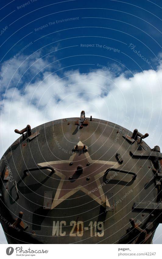 altes Eisen Himmel rot Stern (Symbol) Technik & Technologie Stahl Elektrisches Gerät Kessel Dampflokomotive
