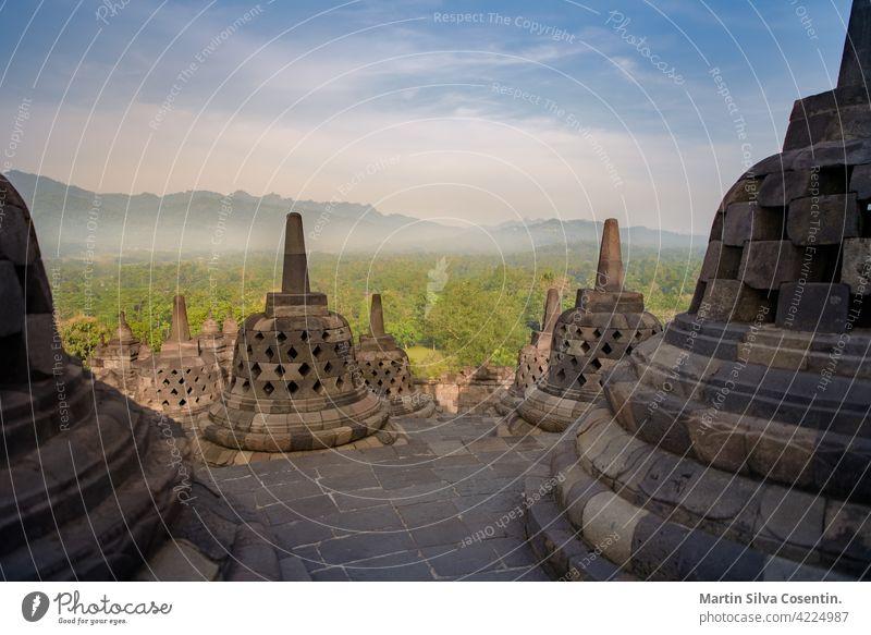 Tempel von Borobudur in Yogyakarta, Java, Indonesien. Bali Sonne Sonnenuntergang antik Architektur Asien Anziehungskraft Hintergrund schön Buddha Buddhismus
