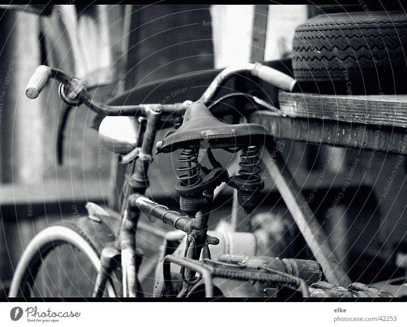 vehikel Fahrrad fahren Autoreifen Verkehr alt Güterverkehr & Logistik