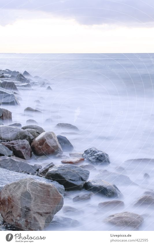 Ostseeküste Umwelt Natur Landschaft Wasser Himmel Wolken Herbst Wellen Küste Strand Bucht Meer Stein frisch kalt natürlich wild weich blau grau Gelassenheit