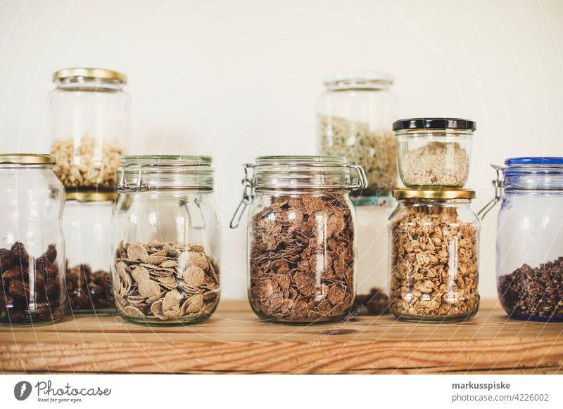 Cerealien und Müsli im Glas ohne Verpackung - Zero Waste Lifestyle Beeren Schalen & Schüsseln Frühstück Cashewnuss Zerealien schoko Schokolade Kolben Mais Diät