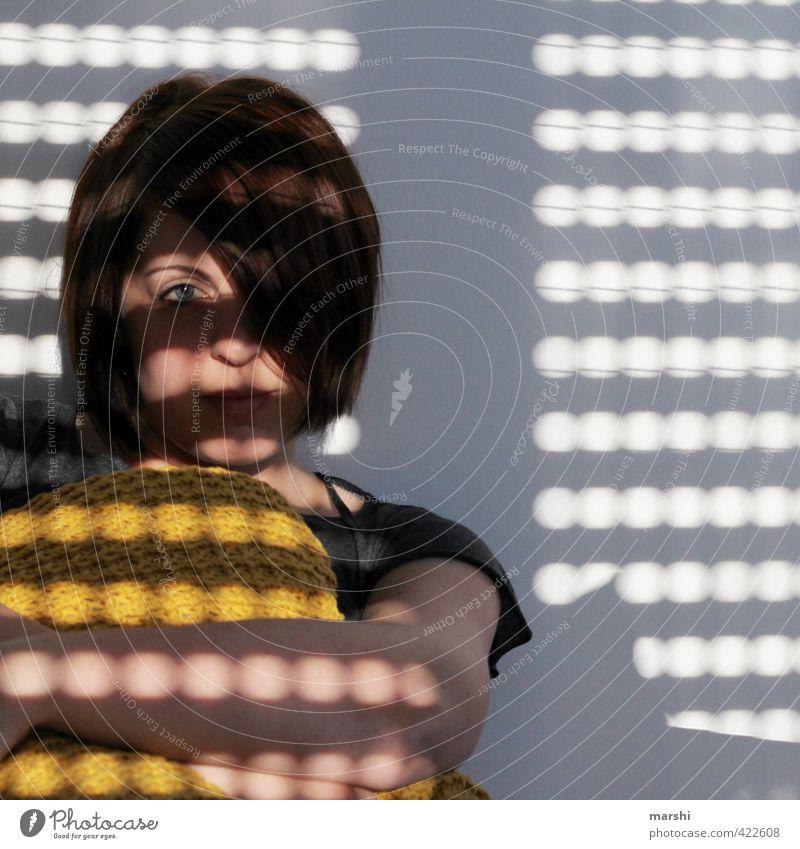 im Kühlen bleiben Freizeit & Hobby Häusliches Leben Wohnung Mensch feminin Junge Frau Jugendliche Erwachsene Kopf 1 30-45 Jahre Gefühle Stimmung sitzen