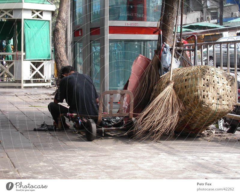 hard life Obdachlose Thailand Bangkok Asien Telefonzelle Mann Straße