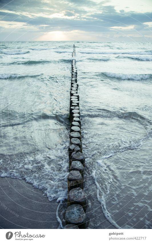 übers Wasser laufen Urelemente Luft Wolken Horizont Sonnenaufgang Sonnenuntergang Sommer Schönes Wetter Küste Strand Ostsee Meer Sehnsucht Fernweh Idylle