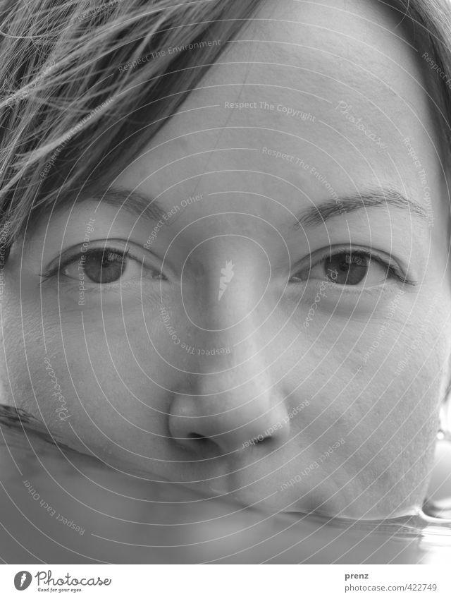 Stilles Wasser 2 Mensch feminin Junge Frau Jugendliche Erwachsene Kopf 1 18-30 Jahre Umwelt See Schwimmen & Baden grau ruhig Schwarzweißfoto Außenaufnahme