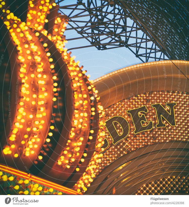 DEN oder DEM? Las Vegas leuchtende Farben Leuchtreklame Leuchtdiode Leuchtkraft Leuchtfeuer Leuchtstoffröhre Lampenschirm Lampengeschäft Glühbirne Amerika