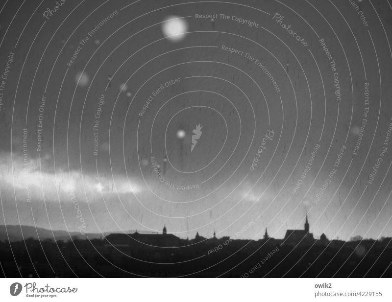 Graufeucht Detailaufnahme Blitzlichtaufnahme Dämmerung Kleinstadt Schwarzweißfoto Stadt Idylle Außenaufnahme Panorama (Aussicht) Totale Vogelperspektive