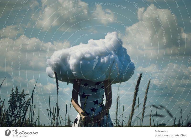 fancy Outfit Mensch Frau Himmel Natur Sommer Landschaft Wolken Erwachsene Umwelt feminin Gras träumen Sehnsucht skurril Surrealismus