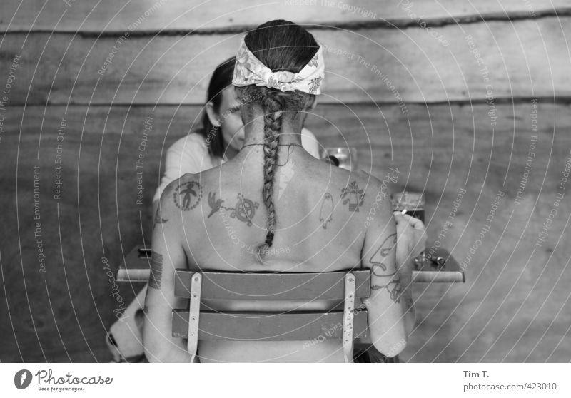 OHNE Mensch Erwachsene Körper maskulin Kommunizieren einzigartig tätowiert Zopf 30-45 Jahre Indianer