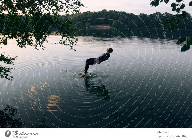 Big Fish Mensch Himmel Natur Jugendliche Mann Wasser Pflanze Sommer Baum Landschaft 18-30 Jahre Erwachsene Umwelt Sport Küste Schwimmen & Baden