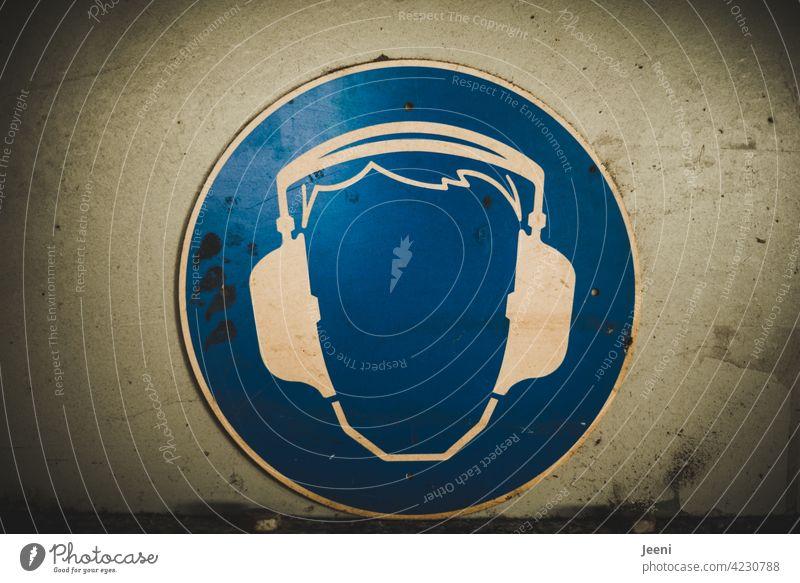 Empfehlung | wenn es laut wird, lieber einen Gehörschutz tragen Kopfhörer Schutz Ohr schützen hören Schützen Gesundheit Baustelle Sicherheit