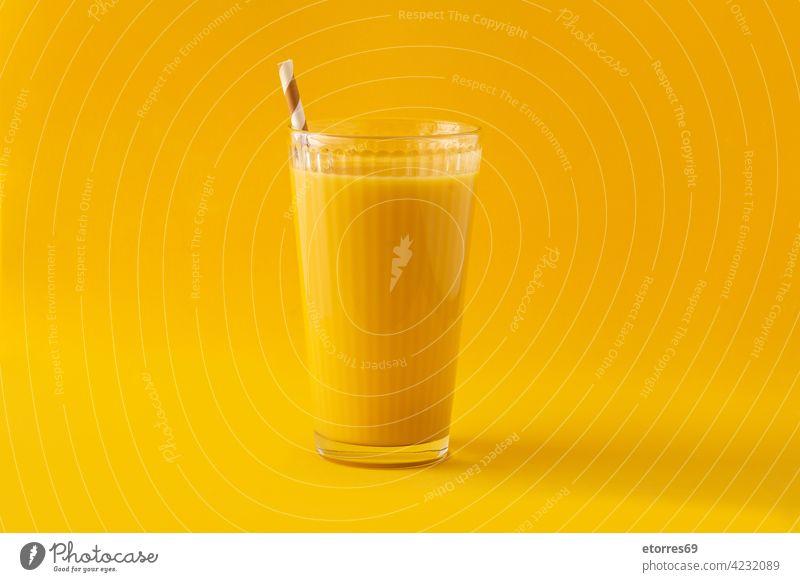 Leckerer Vanille-Milchshake im Glas Getränk Frühstück kalt copyspace Molkerei lecker trinken Energie Geschmack Lebensmittel frisch melken Erfrischung Stroh