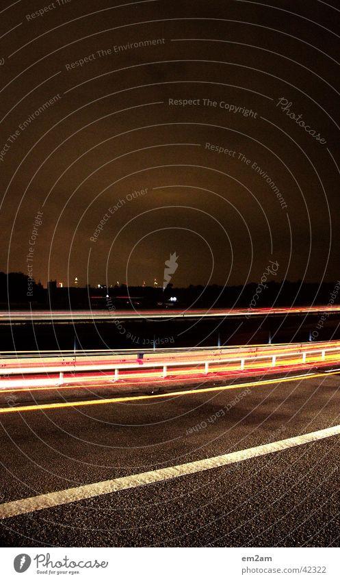 SKYLINE FRANKFURT Autobahn Nacht Licht Geschwindigkeit gelb rot grün Langzeitbelichtung langsam Frankfurt am Main Messeturm Commerzbank Verkehr verschlusszeit