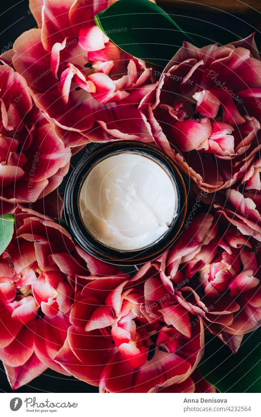 Pflegende und feuchtigkeitsspendende Gesichtscreme Sahne Glas Kosmetik Hautpflege Erdöl Mundschutz liquide Serum golden organisch Behandlung Gesichtsbehandlung