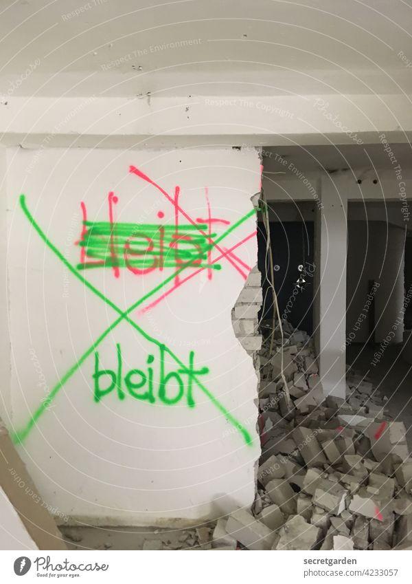 ja..... nein..... jein. Baustelle Anweisung Mauer Wand Abbruch Abbruchkante abbruchreif Sanieren Umbauen Renovieren Menschenleer Modernisierung Altbau Raum