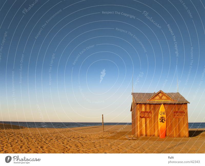 strandhütte Meer Surfbrett Holz Horizont Haus Strand Wellen Spanien himmelblau Ferien & Urlaub & Reisen beige vergessen träumen Ferne Aussicht Europa Hütte Sand