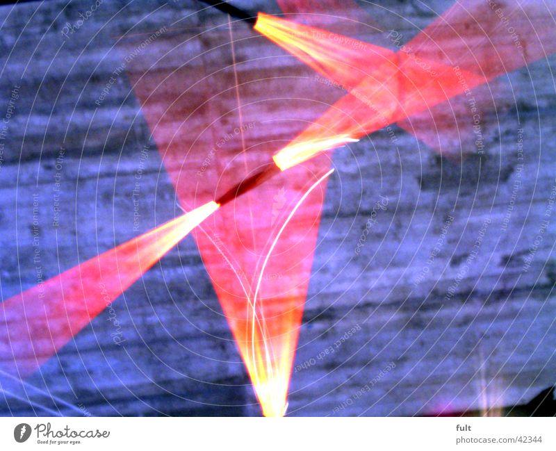 licht Licht rot Schwung Beton Dinge 3 Bewegungsunschärfe weiß Lichterkette Kunst Design gleichzeitig Geschwindigkeit Fototechnik Lampe Metall Decke oben roas