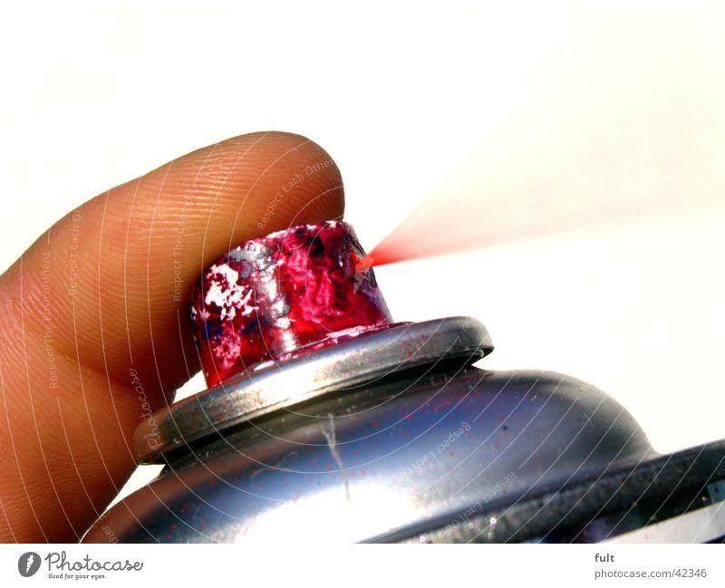 Sprühdose 1 rot sprühen Baseballmütze Finger lackieren spritzen streichen Dinge Bombe Fingerkuppe Zeigefinger drücken Zischen ausleeren Nebel Behälter u. Gefäße