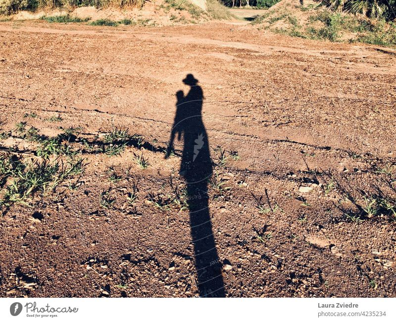 Der Schatten der Mutter und des Kindes Mutterschaft Mutterliebe Mutter mit Kind Mutter und Kind Silhouette Liebe Eltern Kindheit Baby Babytrage Pflege Frau
