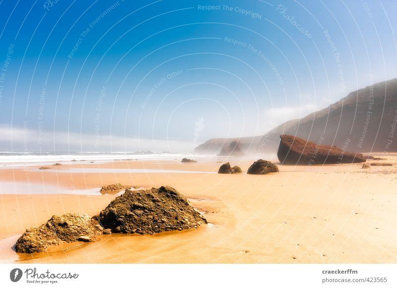 Strand Nebel Ferien & Urlaub & Reisen Sand Sommer Schönes Wetter Felsen Küste Bucht Meer authentisch schön blau gelb gold Sehnsucht Fernweh ästhetisch Erholung