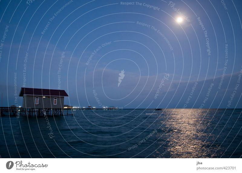 Mond über Derawan Wohlgefühl Erholung ruhig Ferien & Urlaub & Reisen Tourismus Ferne Sommer Sommerurlaub Meer Insel Haus Natur Urelemente Wasser Himmel