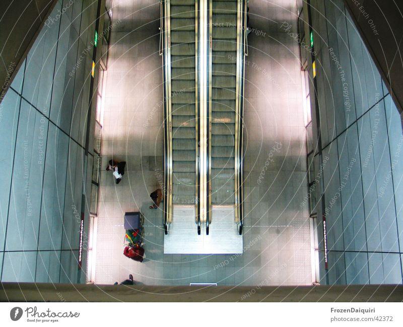 Copenhagen Subway #2 U-Bahn Rolltreppe Gebäude Licht Vogelperspektive Langzeitbelichtung Kunst Sightseeing Kopenhagen Dänemark Architektur Mensch neu modern